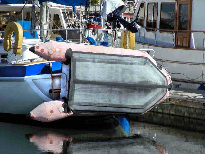 отремонтировать дно лодки